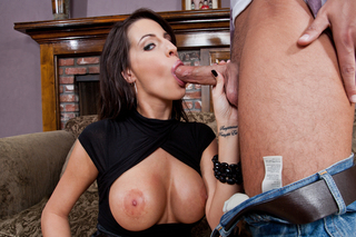 Kortney Kane fucks and sucks a huge dick from Naughty America
