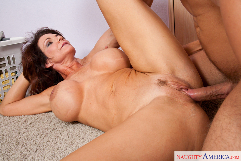 Deauxma naughty america with