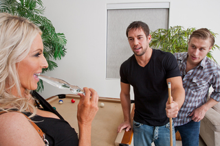 Emma Starr & Johnny CastleMichael Vegas in My Friend's Hot Mom - Naughty America - Sex Position #3