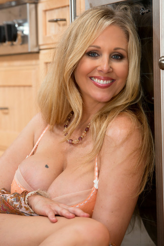 Julia Ann & Alan Stafford in My Friend's Hot Mom - Naughty America - Centerfold