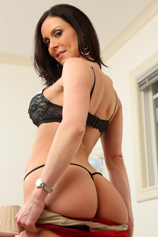 Kendra Lust & Alan Stafford in My Friend's Hot Mom - Naughty America - Centerfold