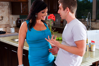 Vannah Sterling fucks her sons lucky friend from Naughty America