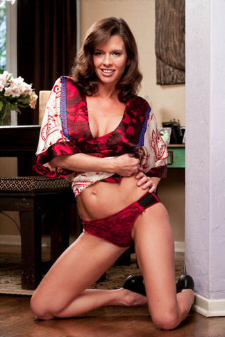 Seth Gamble & Veronica Avluv in My Friend's Hot Mom - Naughty America - Centerfold