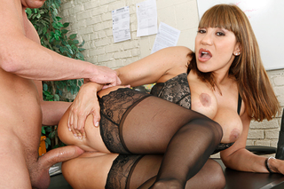Miss Devine kills some time before class by seducing her student from Naughty America