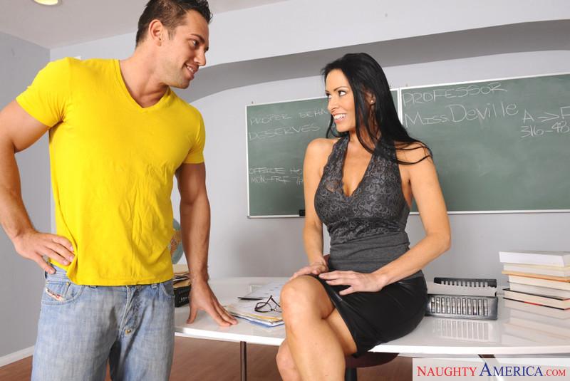 секс условие для ученика от профессорши Vanilla DeVille