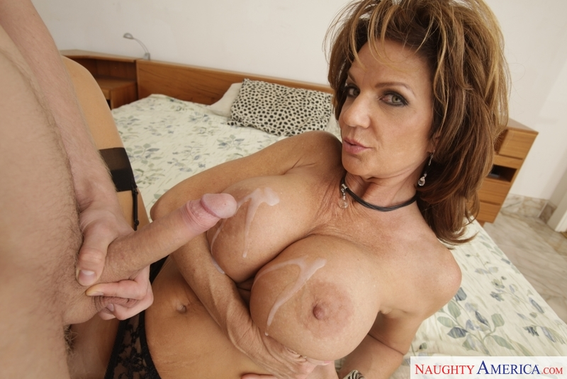 Deauxma anal squirt