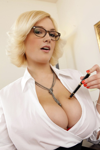 Siri & Danny Mountain in Naughty Office - Naughty America - Centerfold