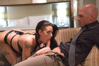Christy Mack & Johnny Sins in Tonight's Girlfriend - Naughty America - Sex Position #2